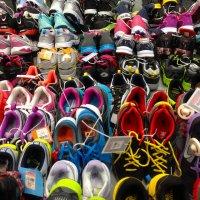 Buty w sklepie sportowym